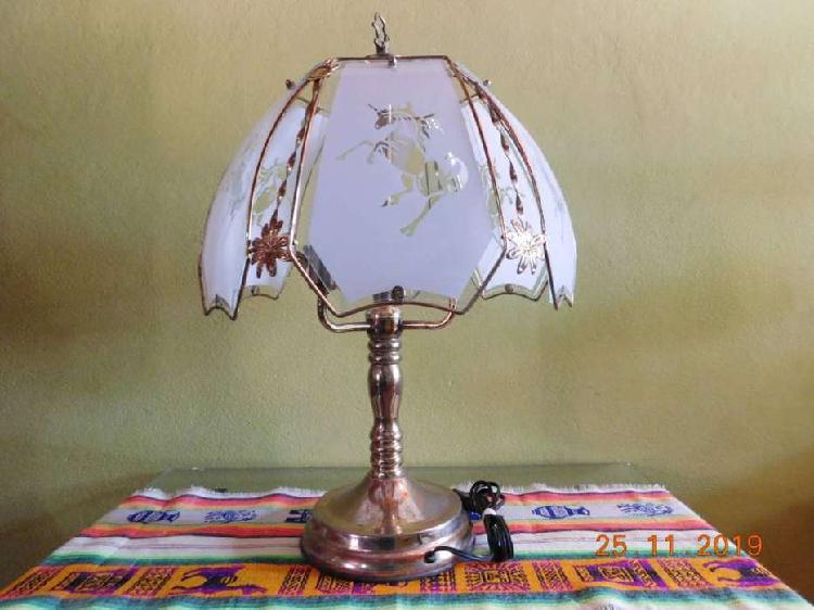 Lámpara de mesa, velador, de bronce. Antiguo