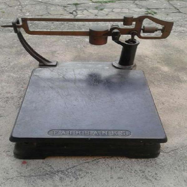 se vende balanza de mesa tipo bascula usada hasta 25 kg.