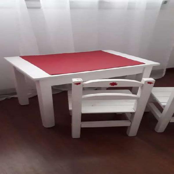 Juego de mesa y sillas para nena