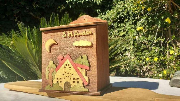 Porta Bolsas de madera Artesanal para colgar
