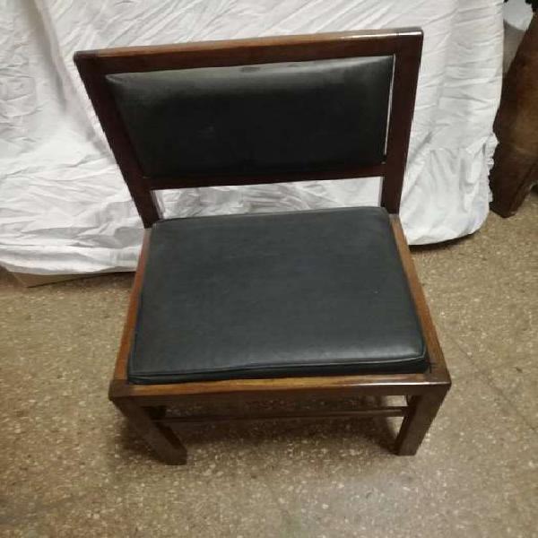 Vendo sillas de madera con asiento de cuero