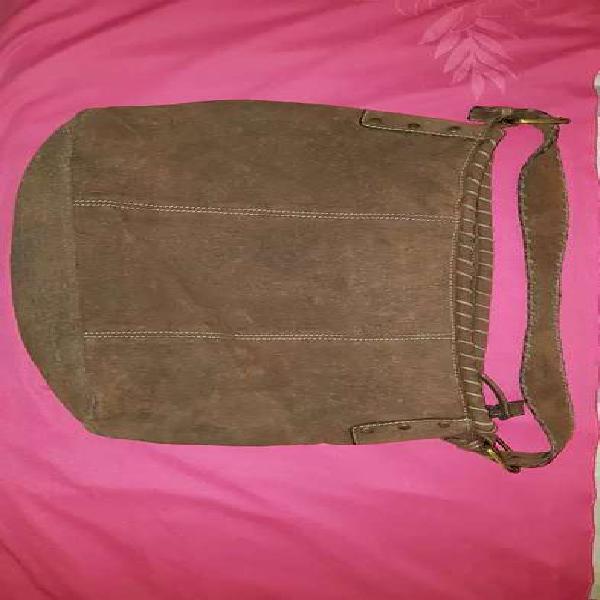 Cartera tipo bolso de gamuza marrón, sin uso , impecable.