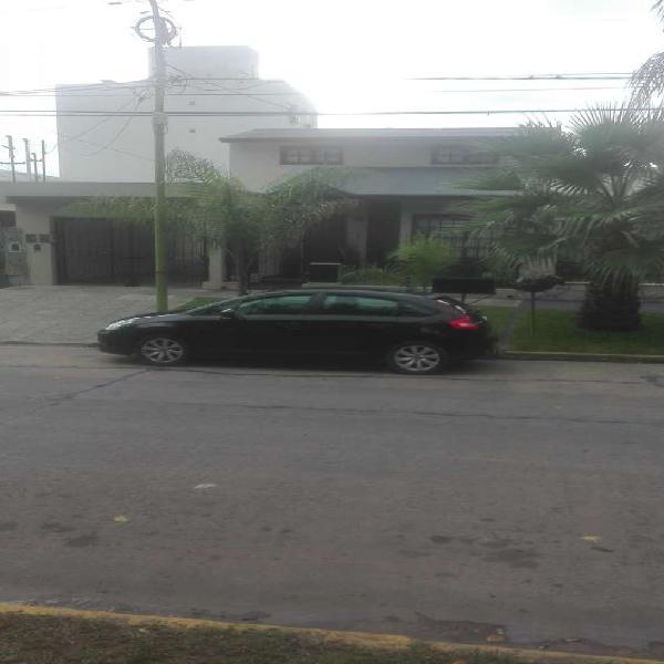 Me ofrezco con mi vehículo para remis ejecutivo en Campana