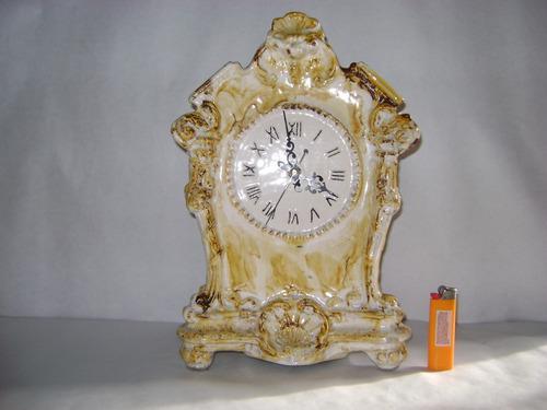 Antiguo Reloj De Mesa Vintage Maquina A Pila..no Envio..