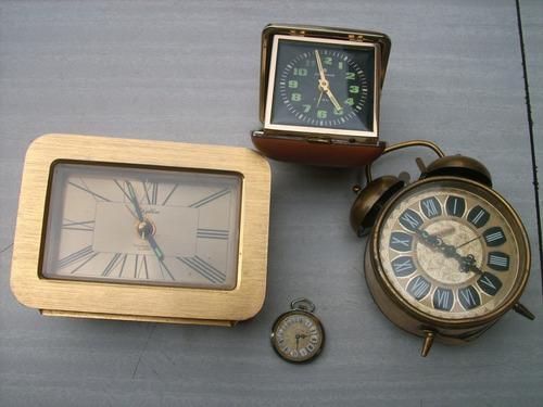 Lote De 4 Antiguos Relojes Para Decoración Rhythm Junghas