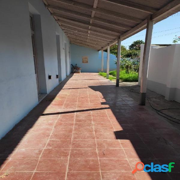 Amplia casa céntrica con patio y corredor