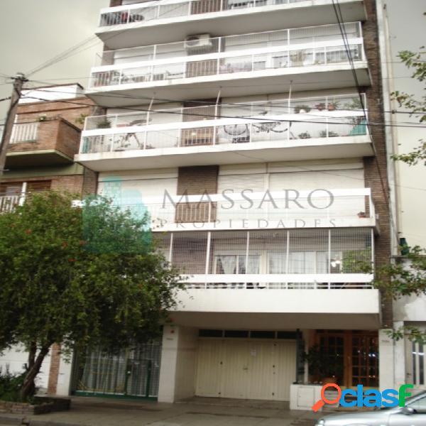 Departamento 3 ambientes con balcón, Liniers.