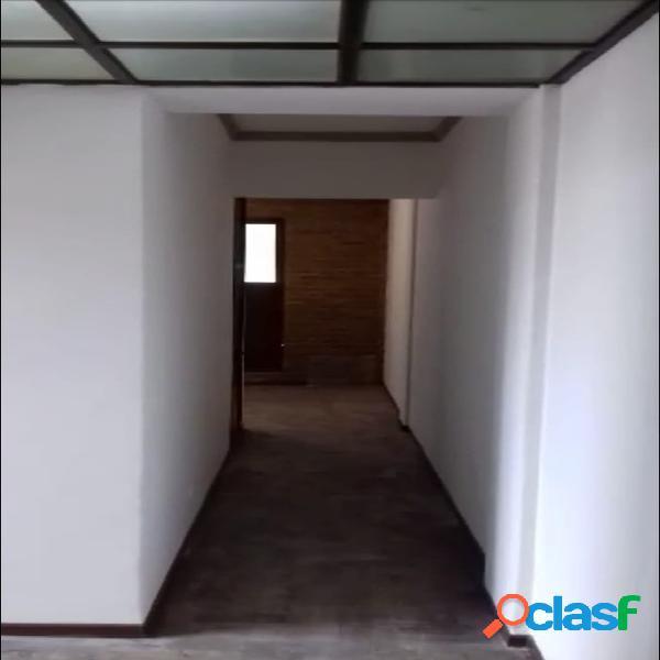 Departamento de 4 ambientes con balcon al frente