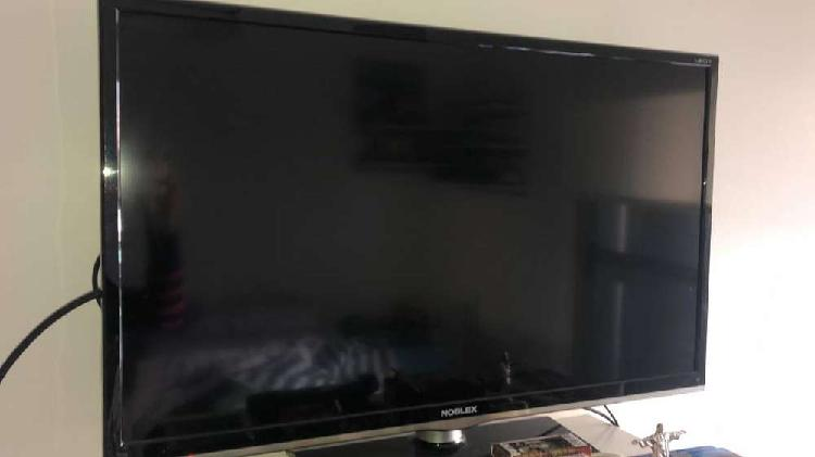 """TV 32"""" LCD NOBLEX IMPECABLE"""