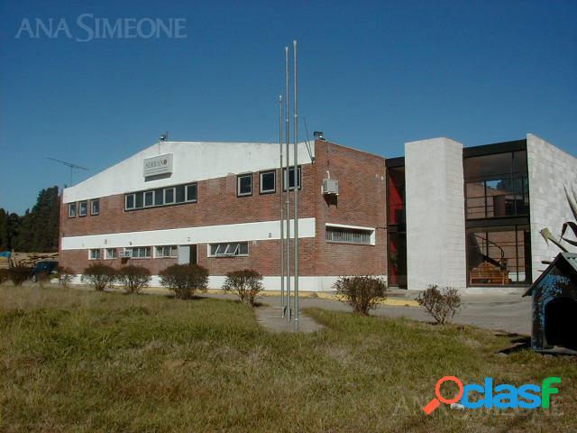 Importante Edificio con renta por antenas de telefonía