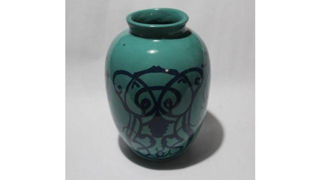 Jarrón florero con diseños art nouveau, $ 180
