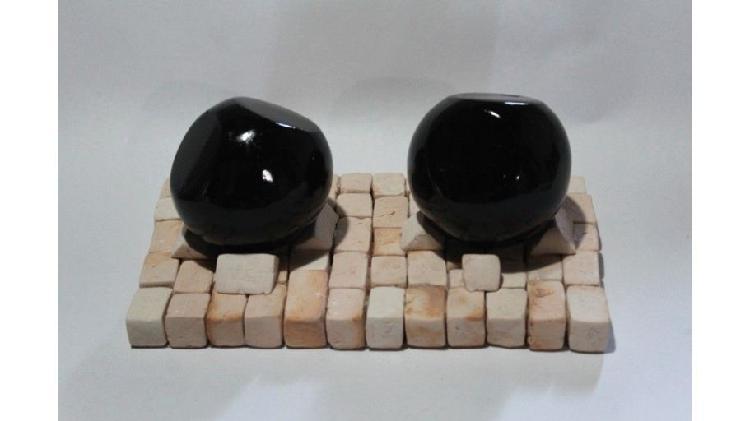 Juego de 2 esferas cortadas en base de ladrillo