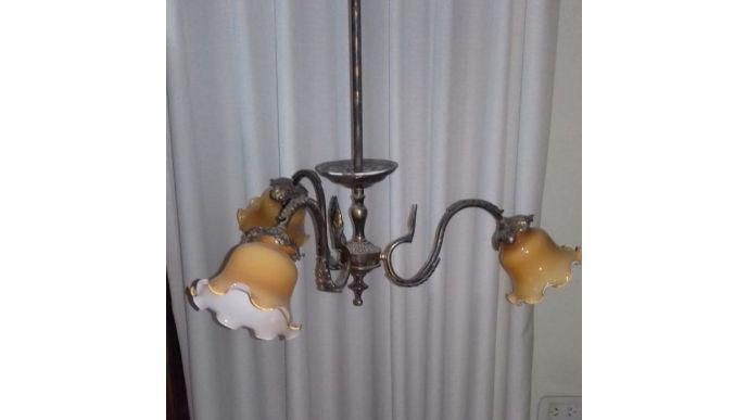VENDO LAMPARA DE BRONCE CON 3 TULIPAS