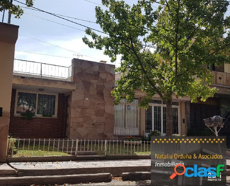 Vendo Hermosa Casa en Barrio TRAPICHE de Godoy Cruz