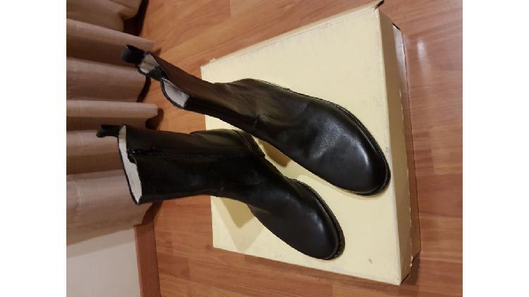 Vendo un par de botas de vestir cuero marca Lauber, nuevas!