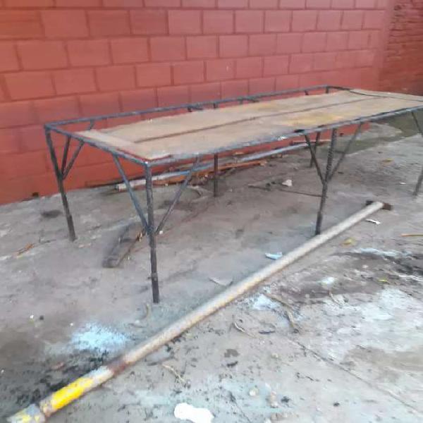 Armazón de hierro para mesa de trabajo.