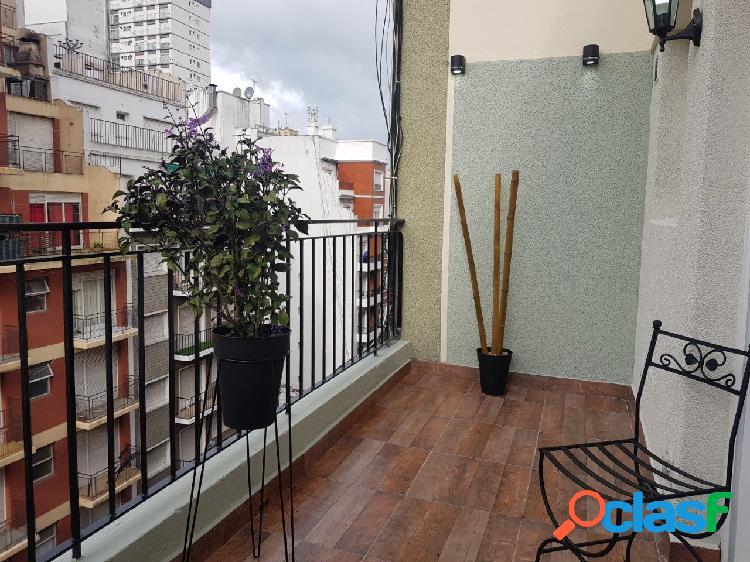Departamento de 1 amb a la calle con balcón terraza.