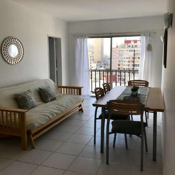 Venta 1 ambiente y medio (dividido) calle- balcón