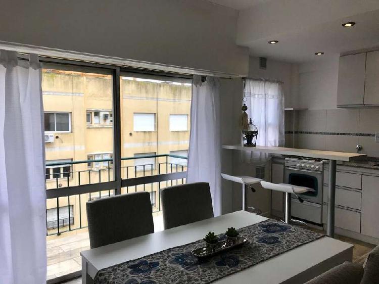 Venta 2 ambientes a la calle con balcón saliente