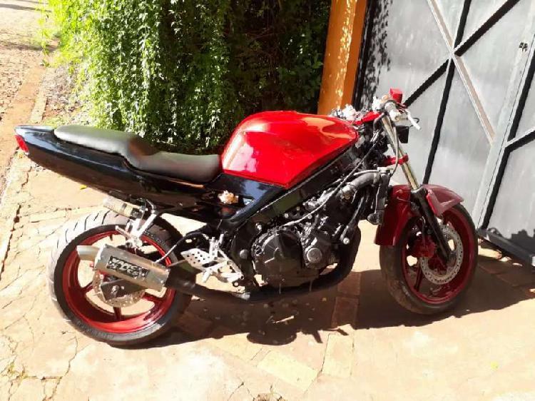 Vendo o permuto Honda CBR 600 F2