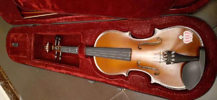 Vendo violín 1/2 marca Stradella sin uso!!