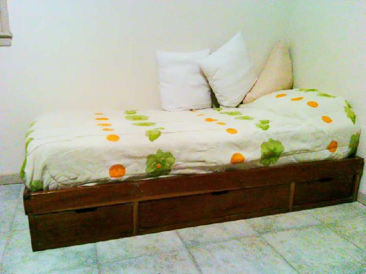 Diván / Cama con cajones, incluye colchón