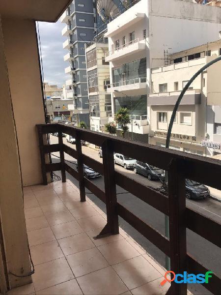 3 Amb al Frente con balcon saliente l Zona La Perla 