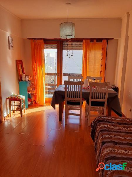 Alquiler 2 ambientes al frente con balcón en zona La Perla