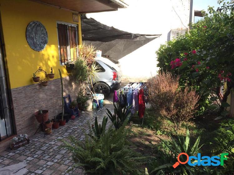CASA DE 2 PLANTAS, 5 AMBIENTES, CON ESPACIO PARA 3 AUTOS Y