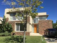Casa Moderna Con 3 Dormitorios En Alquiler Al Lago En Los