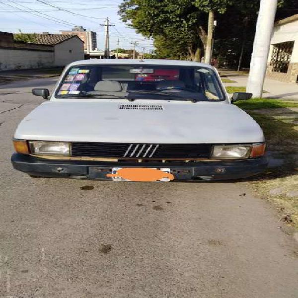 FIAT 147. Detalles chapa a la vista