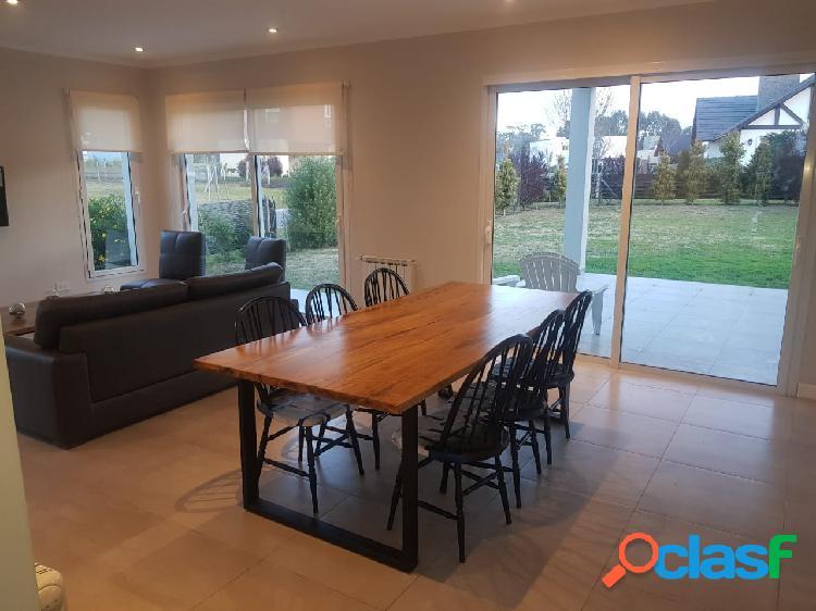 Hermoso chalet 4 ambientes estilo minimalista en ARENAS DEL
