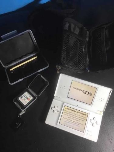 Nintendo Ds Lite + Cargador + Estuches + Juego