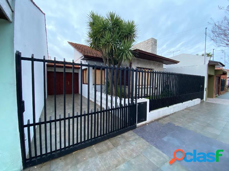Próximo Parque Luro Chalet 4 ambientes + patio + quincho