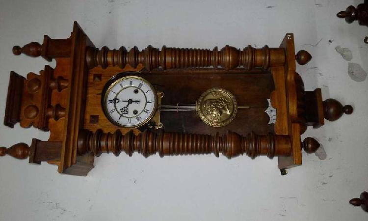 Restauracion y venta de relojes a pendulo antiguos en