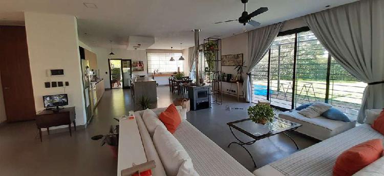 Hermosa Casa Moderna en Chacras Don Jose Lote 3000 m2 Sin