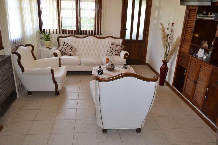 Venta Casa 3 ambientes en Faro Norte con cochera