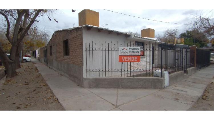 Casa 3 dormitorios patio cochera Godoy Cruz