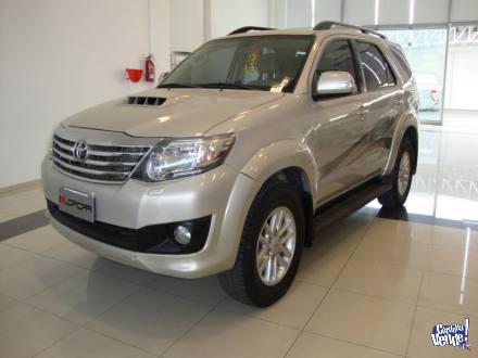 Toyota Hilux sw4 srv 3.0 tdi 5at 4x4 cuero