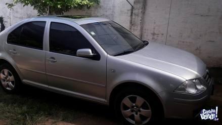 VW BORA TDI TENDLINE FULL año 2011
