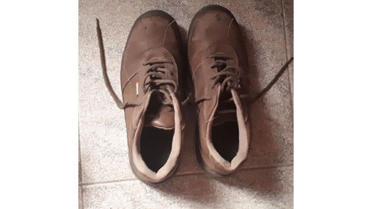 Vendo 1 par de zapatos de seguridad talle 43 usados