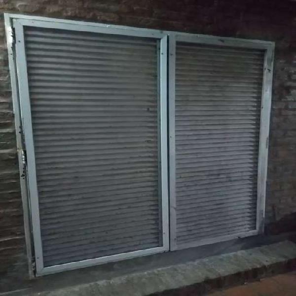 Vendo conjunto persiana de hierro/puerta ventana