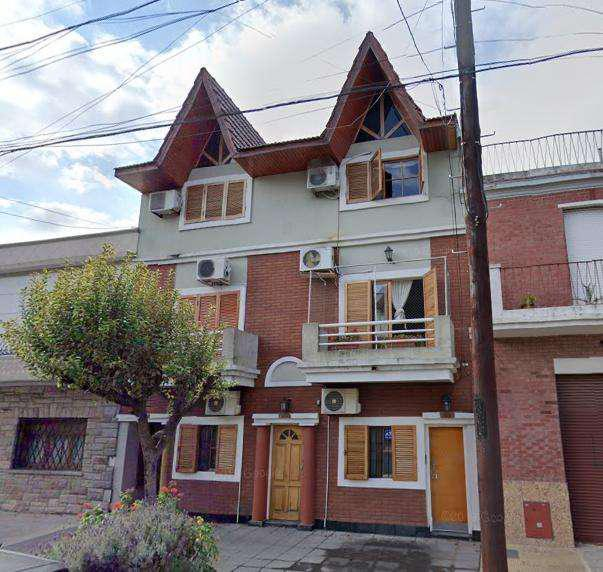 Venta PH 2 ambientes con patio s/expensas Barrio Naon-