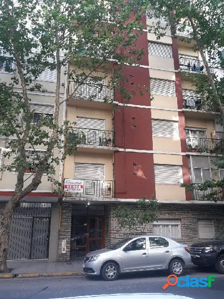 2 Amb a la calle c/balcón