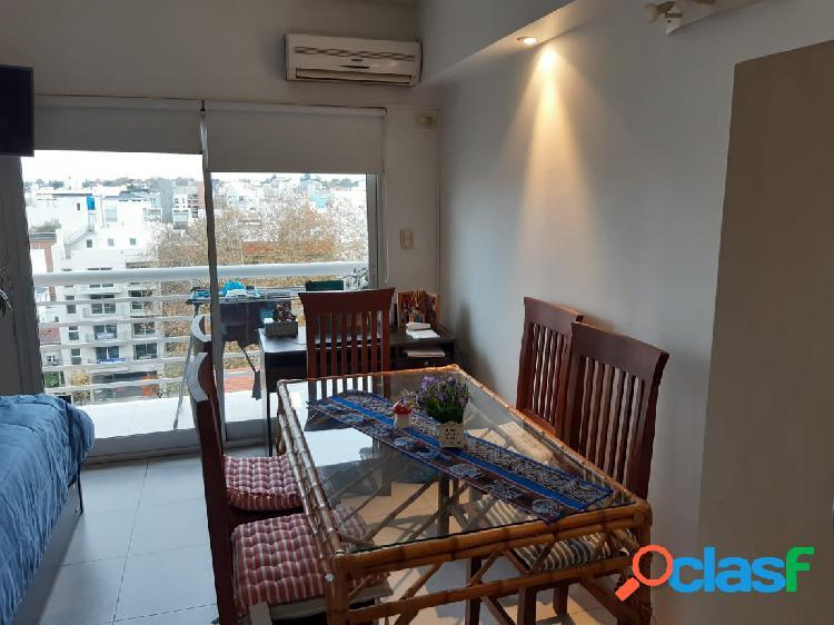 Departamento 2 ambientes contrafrente con balcón. Zona