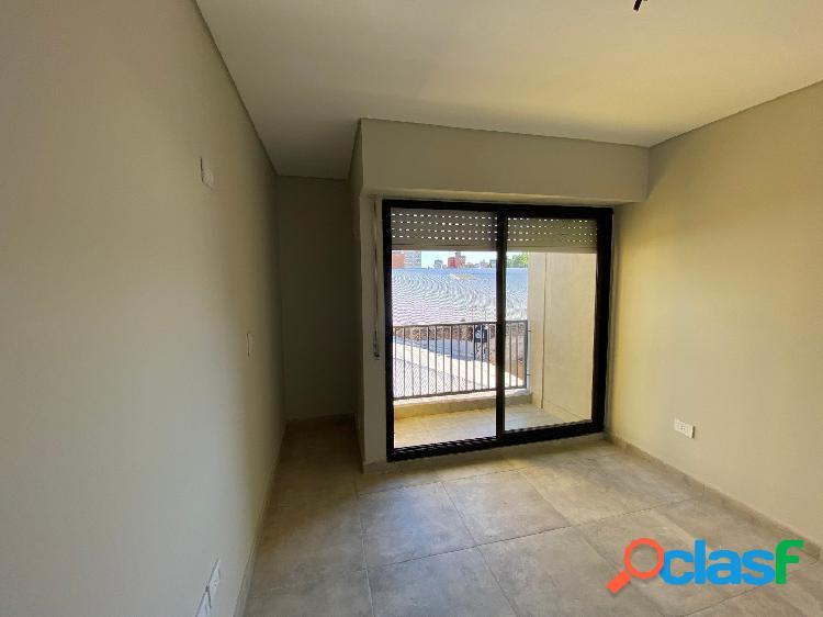 Departamento de 1 dormitorio con terraza exclusiva y balcon.