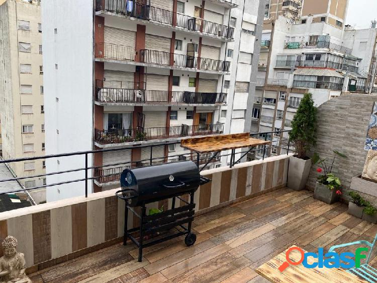 Departamento de 2 ambientes a la calle con balcón terraza