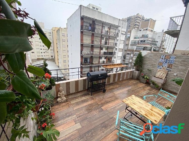 Depto 2 ambientes reciclado, con balcón terraza