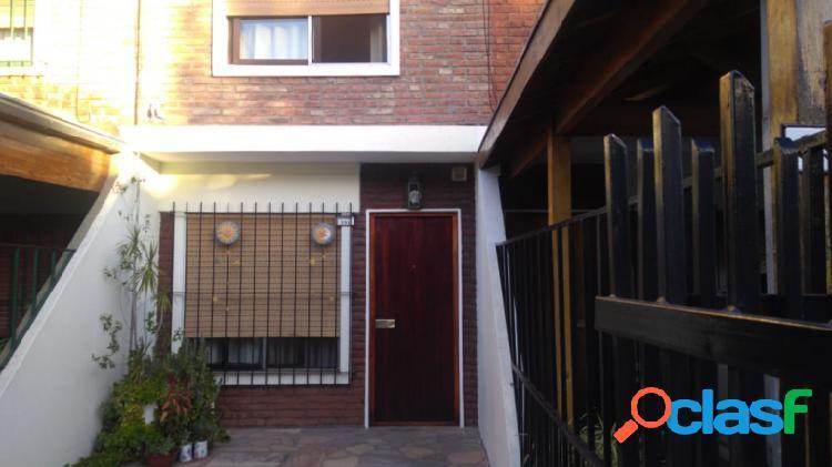 Duplex de 3 Amb. C/cochera y Patio