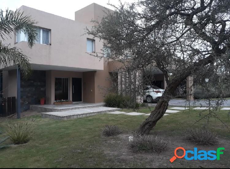 Excelente casa, en dos plantas en Country La Rufina